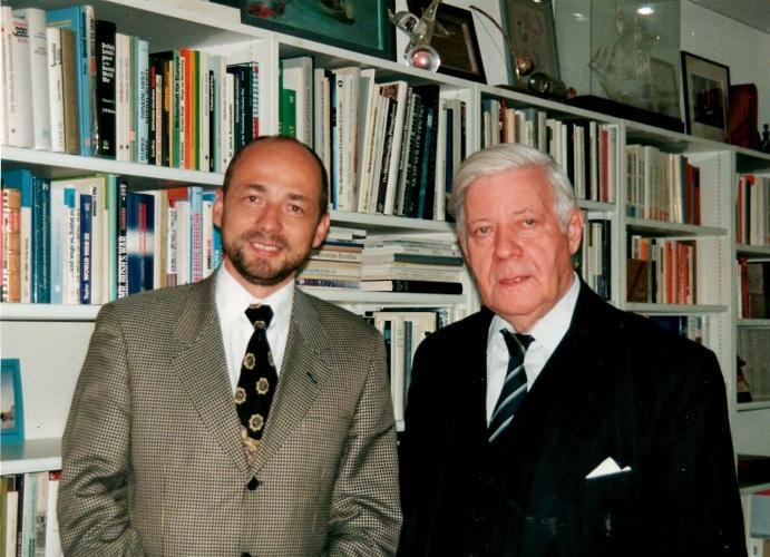 Markus Jankowicza trifft den ehemaligen deutschen Kanzler Helmut Schmidt 02.18.1995